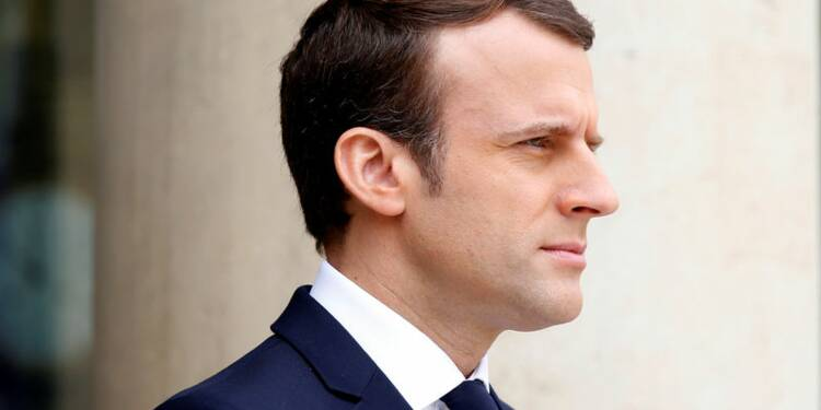 """A Oradour, Macron en appelle à la """"conscience"""" contre la """"barbarie"""""""