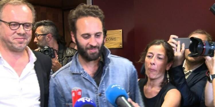 Le photojournaliste français M. Depardon est arrivé en France