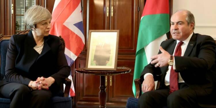 Theresa May au Moyen-Orient pour parler sécurité et commerce