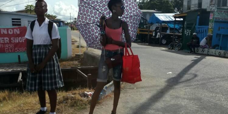 Fronde des élus et appel à la grève générale en Guyane