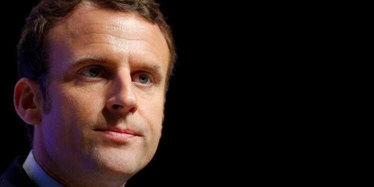 Macron et Le Pen à égalité pour le 1er tour, selon un sondage Opinionway