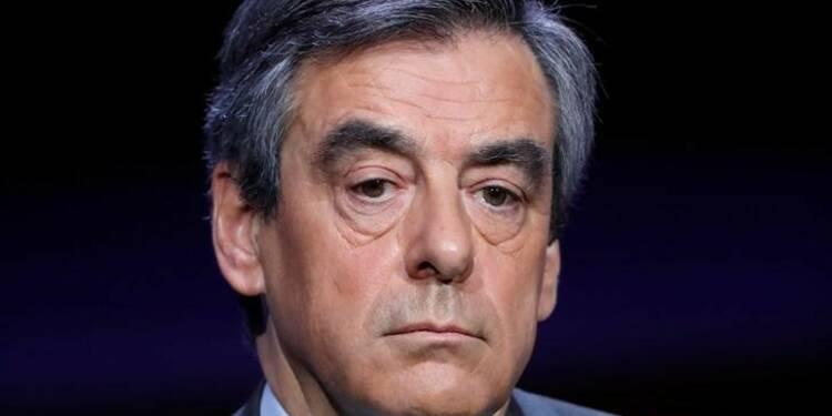 La polémique enfle après les accusations de Fillon contre Hollande