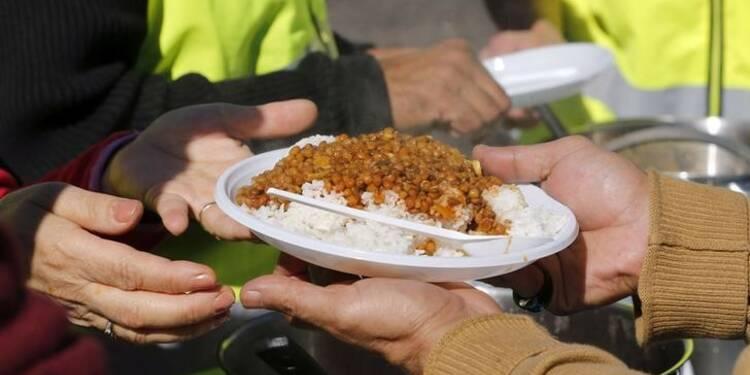 Calais: L'arrêté contre la distribution de repas aux migrants suspendu