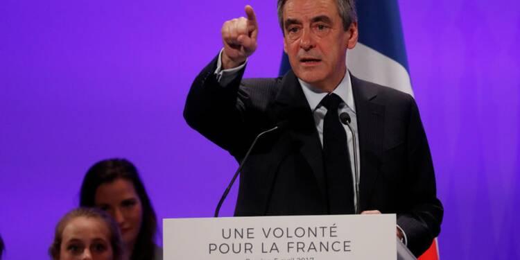 """Fillon réitère ses accusations contre le """"cabinet noir"""""""