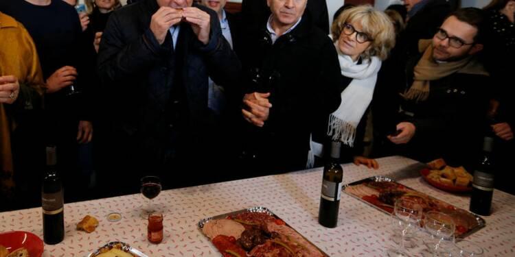 Casseroles et jets d'oeufs pour Fillon au Pays basque