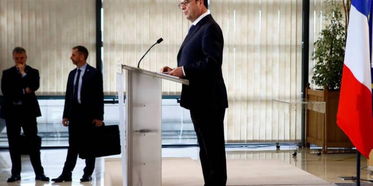 """Fillon se montre """"en-deçà"""" de la dignité, dit Hollande"""