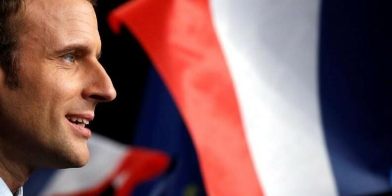Macron salue le soutien de Le Drian à sa candidature