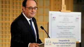 Hollande réplique à Hamon et Mélenchon sur la Ve République