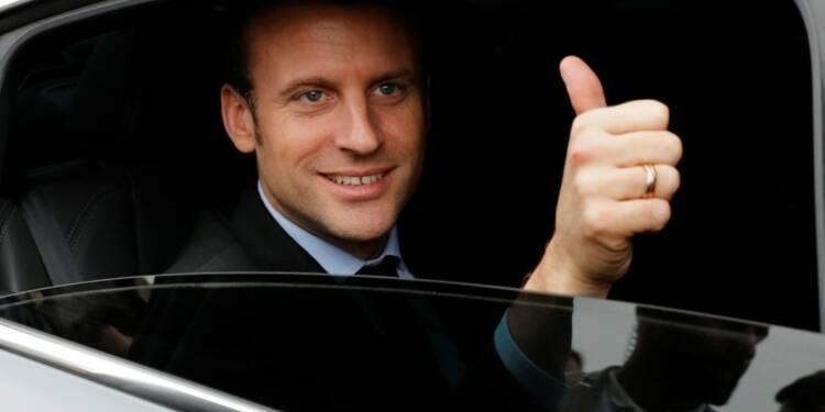 Sondage : Macron pour la première fois en tête, Mélenchon distance Hamon