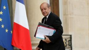 """Accuser Hollande, une """"manoeuvre désespérée"""" de Fillon, dénonce Le Drian"""