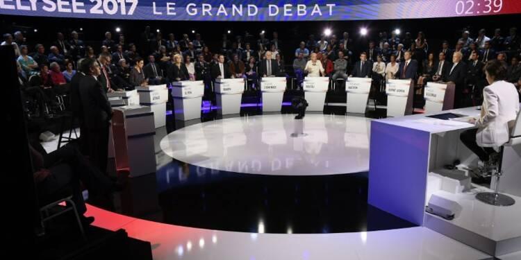 """Le Pen, cible d'un débat rafraîchi par les """"petits"""" candidats"""