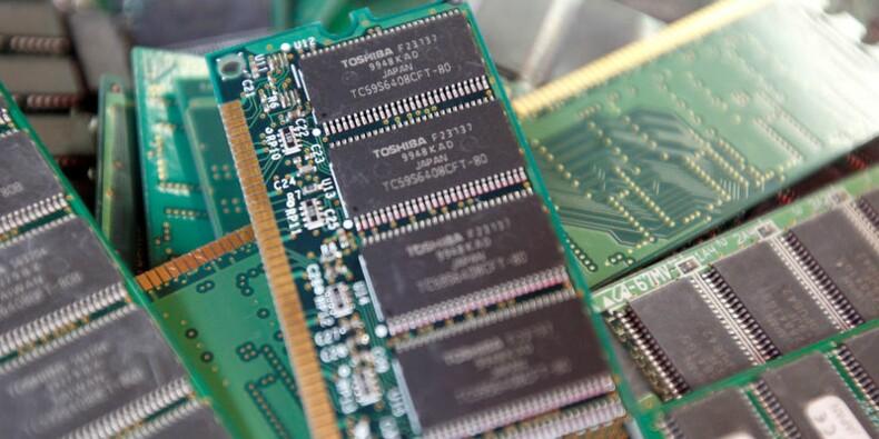 Les actionnaires de Toshiba approuvent la scission des puces mémoire