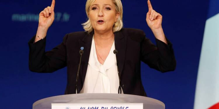 """Le Pen s'en prend à un """"système Fillon-Macron"""""""