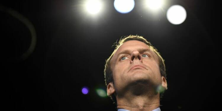 """Macron se pose en chef d'Etat lors d'un """"grand oral"""" télévisé"""