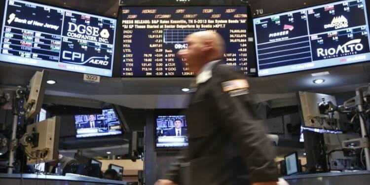 Wall Street stable, le dollar gagne du terrain après la Fed