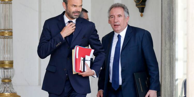 Le gouvernement tente de clore la polémique Bayrou