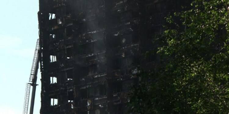 Incendie à Londres: les recherches continuent