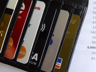5 tarifs bancaires à la loupe : les plus fortes hausses, les plus fortes baisses