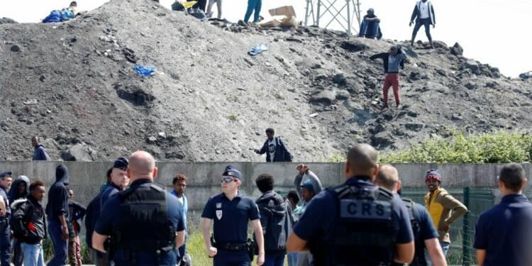 Calais: Des associations attaquent l'Etat sur les droits des migrants