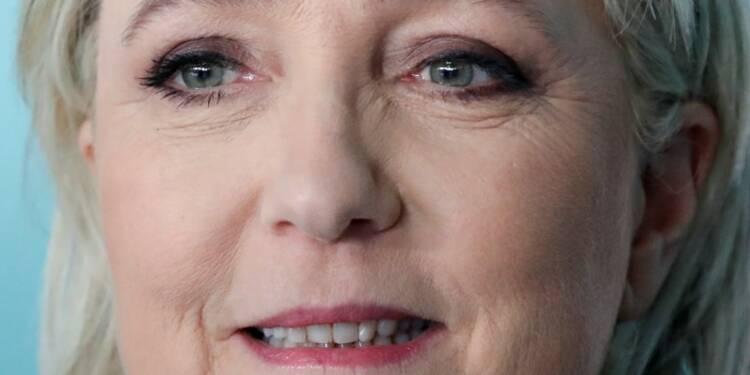 """Le FN """"seule force de résistance"""", selon Le Pen"""
