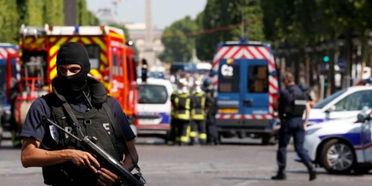 Le parquet antiterroriste saisi après l'incident des Champs-Elysées