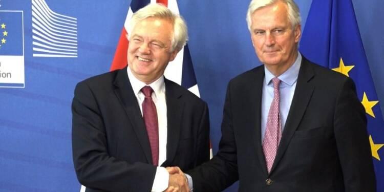 Brexit: Davis et Barnier donnent le coup d'envoi