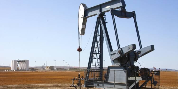 Le pétrole plonge, lesté par le coronavirus et la guerre des prix
