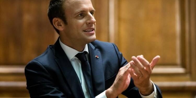 Macron envisage de réunir le Parlement en Congrès, dit Castaner
