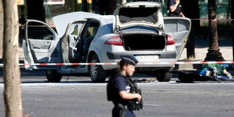 L'assaillant des Champs-Elysées probable auteur de menaces