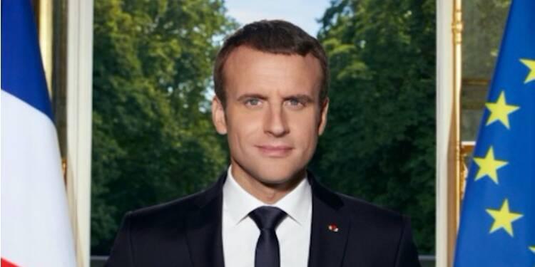 Macron prend la pose avec 2 iPhone : et les interceptions de la NSA, alors ?