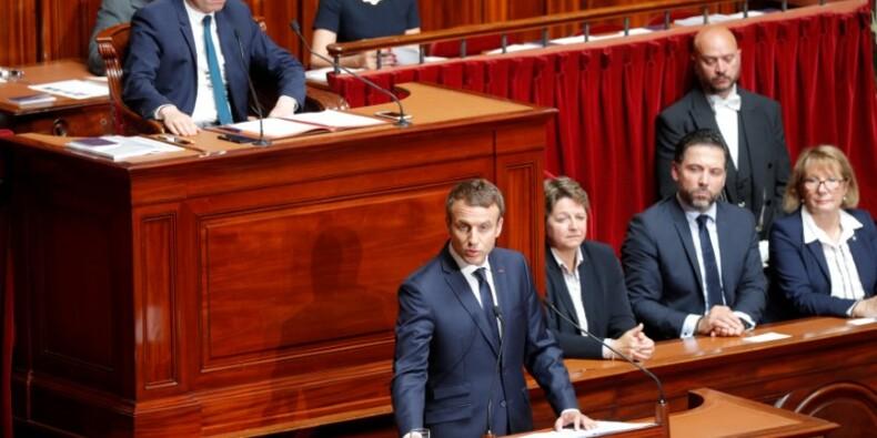 Macron se donne un an pour réformer les institutions