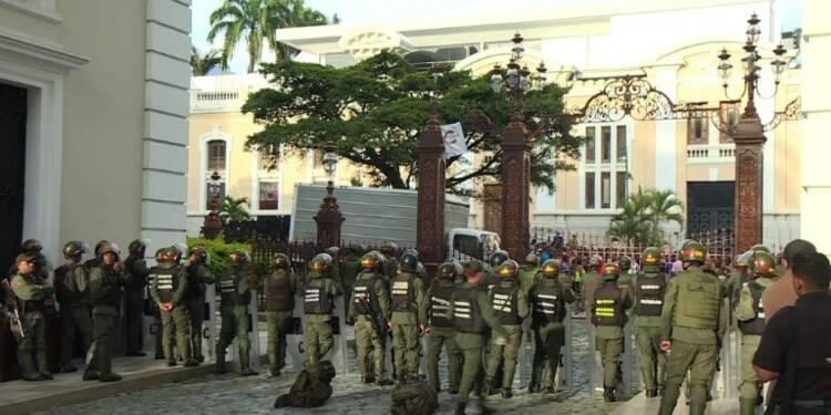 Venezuela: des pro-Maduro séquestrent les députés