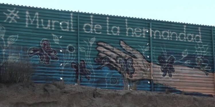 Un mur de couleurs entre le Mexique et les États-Unis