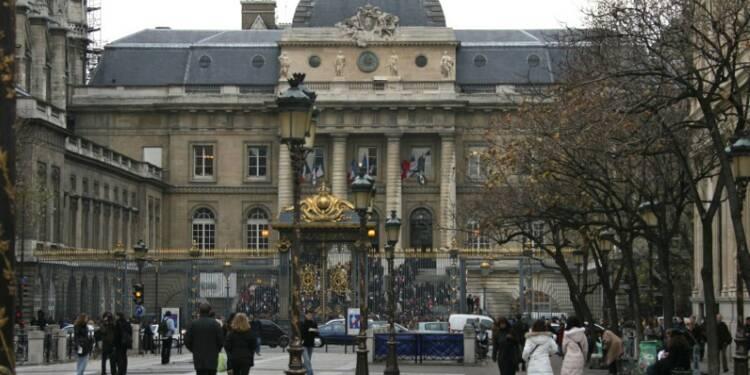 Nice: Paris Match critiqué mais le magazine reste en kiosque
