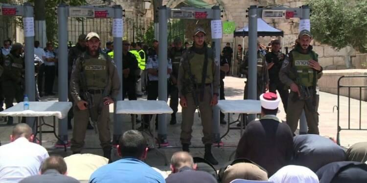 Israël rouvre l'esplanade des Mosquées à des fidèles mécontents