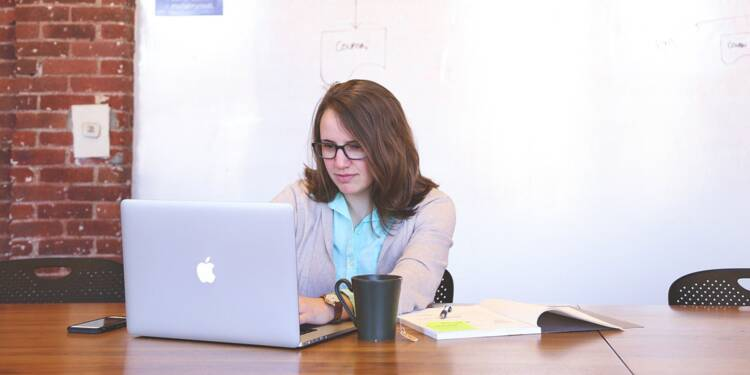 Pourquoi les femmes ont du mal à percer dans les métiers du numérique
