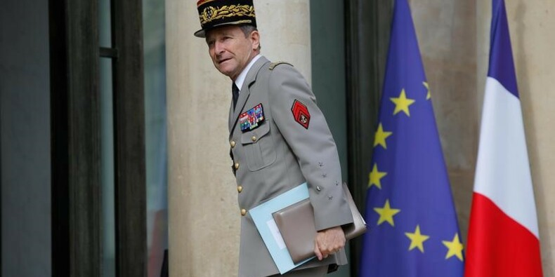 """La démission de Villiers ouvre une """"crise institutionnelle"""""""
