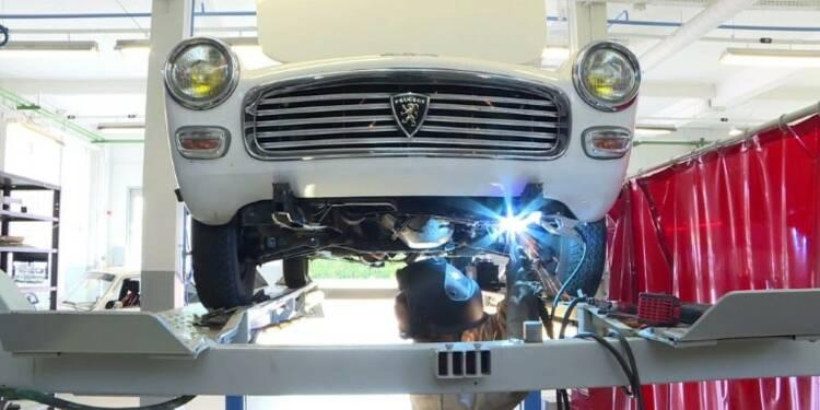 Aux ateliers Peugeot, on peut restaurer sa voiture de collection
