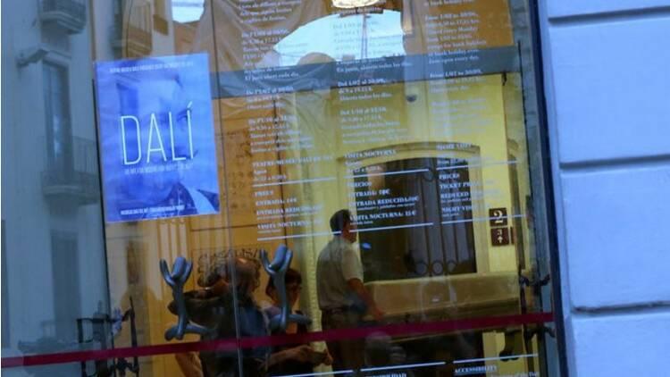 Le corps de Salvador Dali exhumé pour un test de paternité