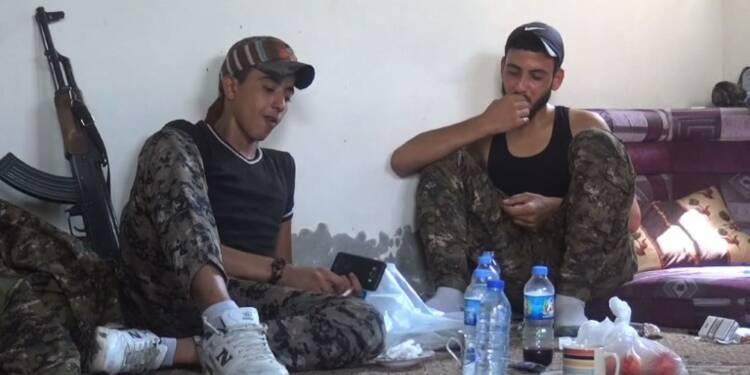 Plats faits maison et glaces pour les combattants à Raqa