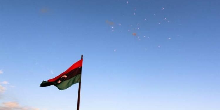 Macron réunit les deux rivaux libyens mardi près de Paris
