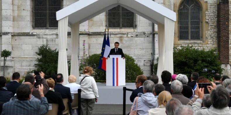 """Macron salue l'esprit de """"pardon"""" un an après la mort du père Hamel"""