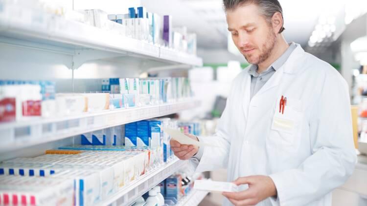 Préparateur en pharmacie : salaire et formation