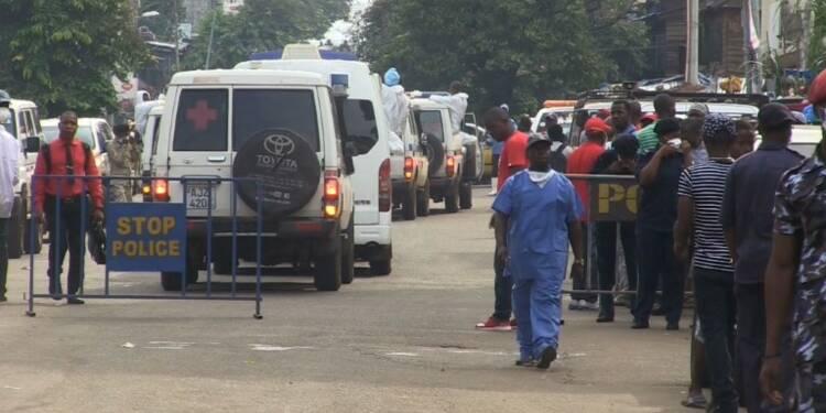 Sierra Leone: les proches viennent identifier les victimes