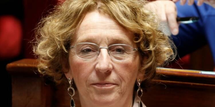 Des communes dénoncent le gel des contrats aidés