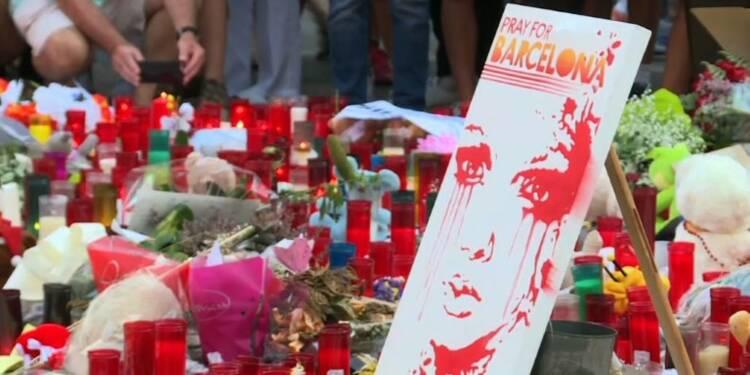 Barcelone: fleurs et bougies se multiplient, le bilan s'alourdit