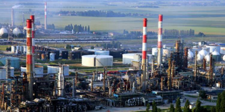 Les salariés des raffineries de Total votent la grève illimitée