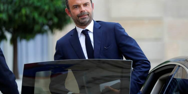 """Macron et le gouvernement """"confiants"""" avant une rentrée houleuse"""