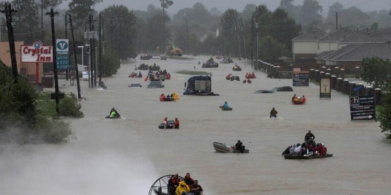 Sept morts dans les crues à Houston, qui menacent de s'aggraver