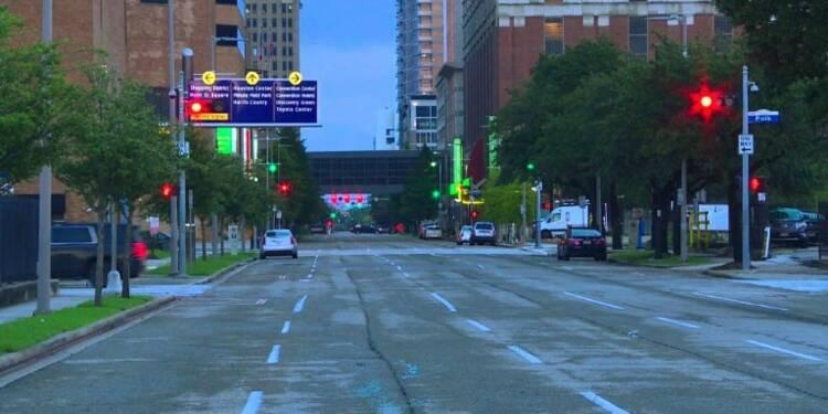 Les rues de Houston désertes après une nuit de couvre-feu